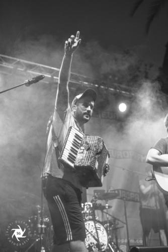 Els-Catarres-en-Clotilde-Fest-Europa-FM-Palau-Robert-27-6-19-17-334x500.jpg